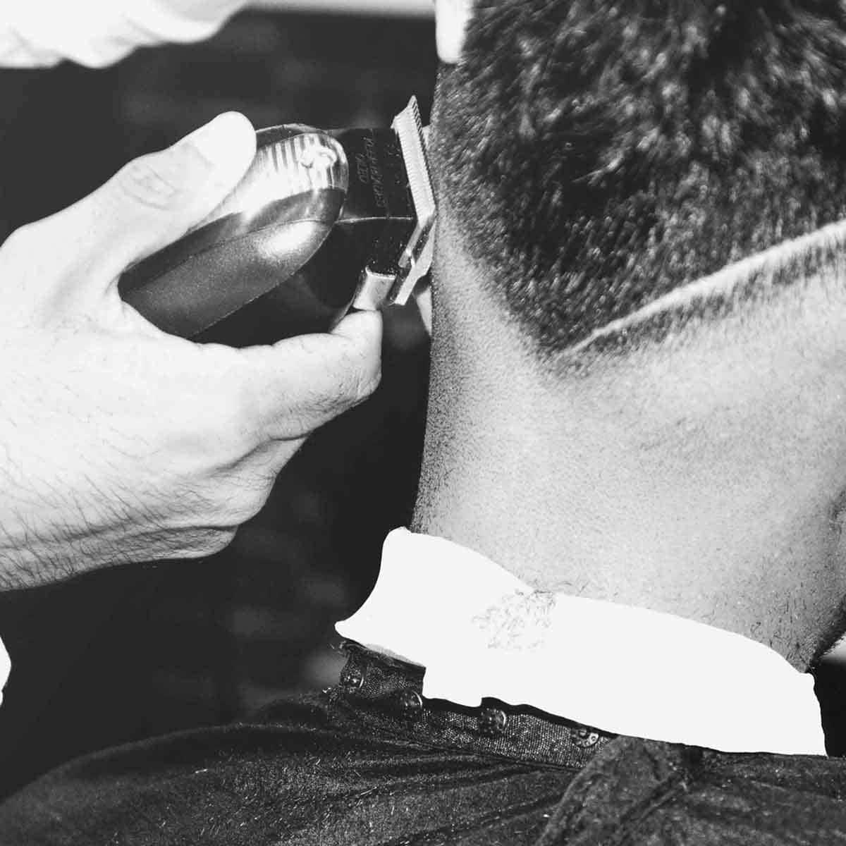 Corte con máquina para hombres en la barbería YB New Style Barber Shop Madrid