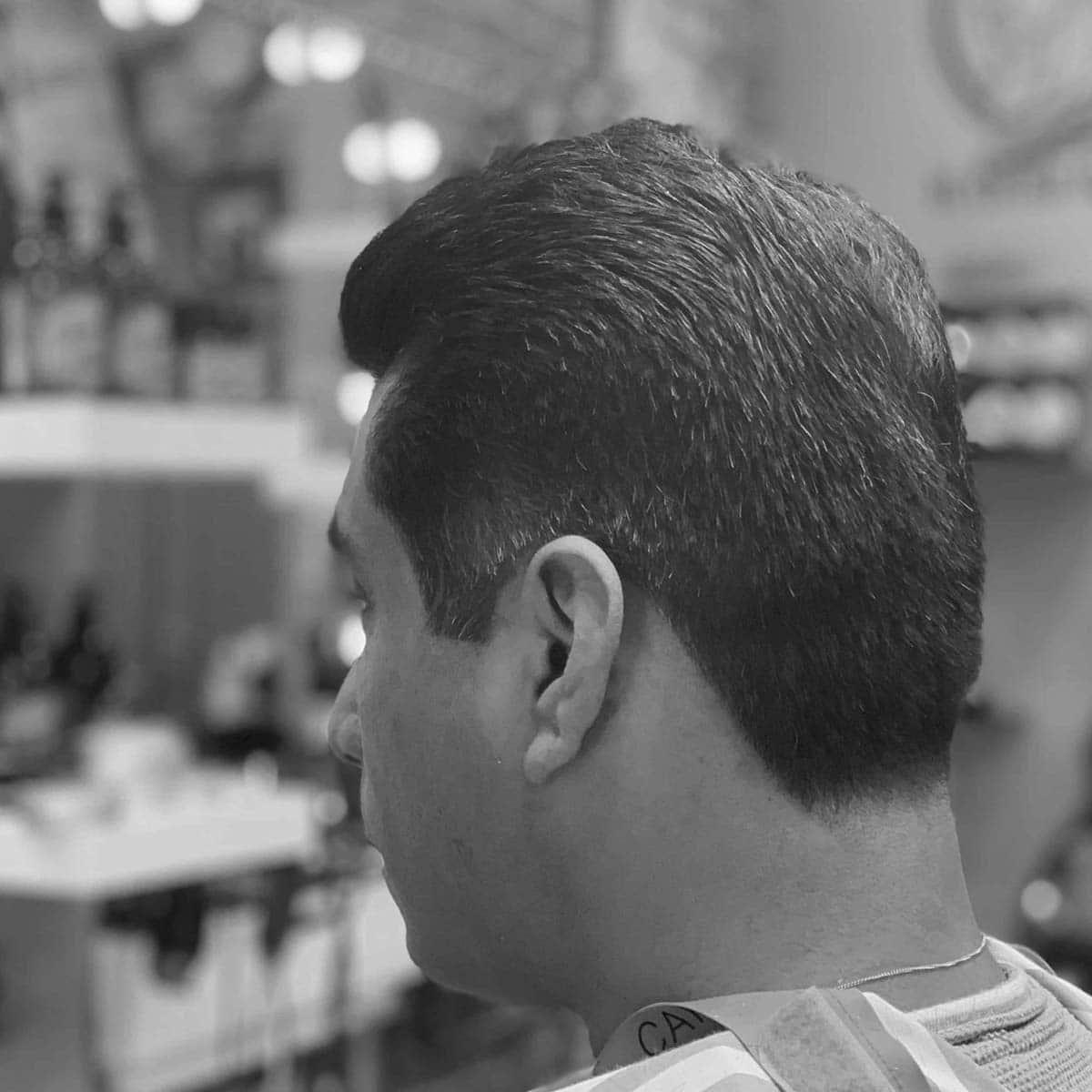 Corte con tijera y peinado para hombres en la barbería YB New Style Barber Shop Madrid