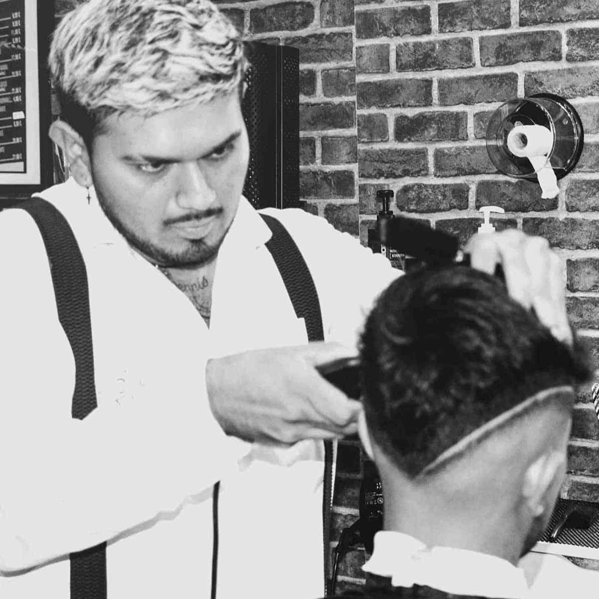 Diseño de rayas para hombres en la barbería YB New Style Barber Shop Madrid