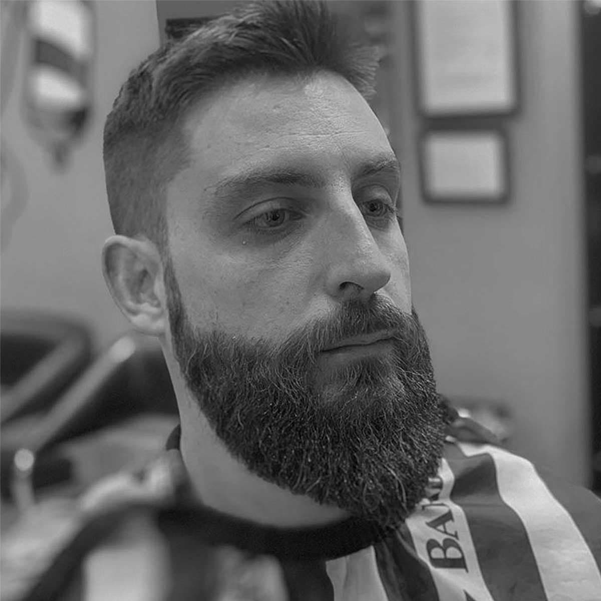 Perfilado de barba en la barbería YB New Style Barber Shop Madrid