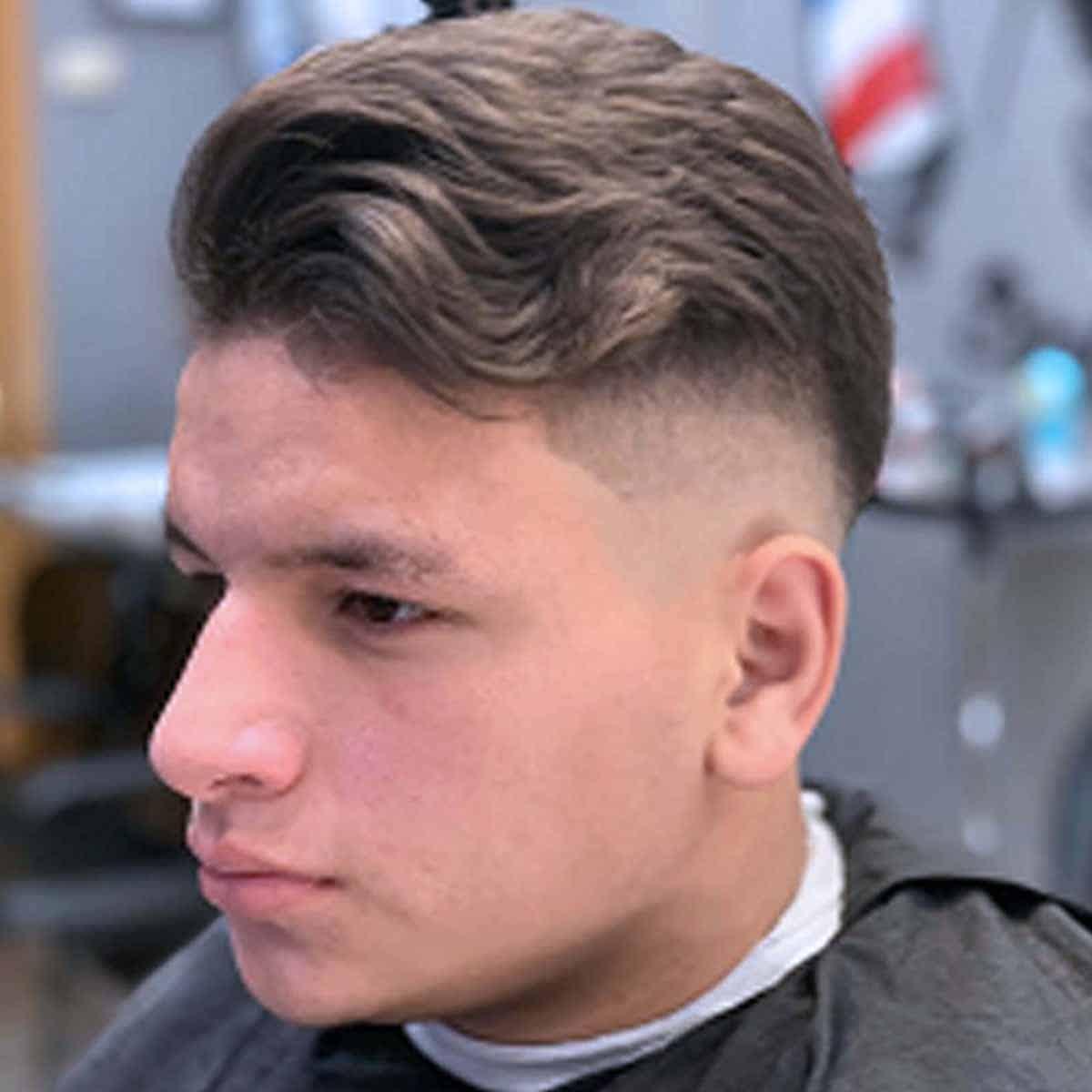 Corte degradado medio en la barbería para hombres en Madrid YB New Style Barber Shop