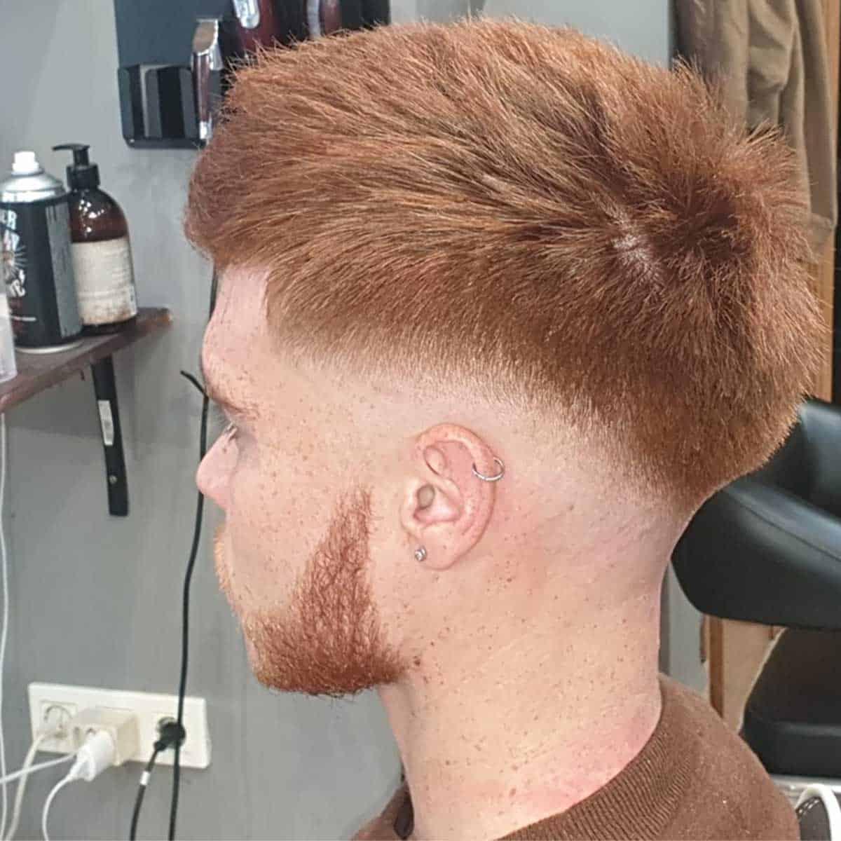 corte fade medio y arreglo de barba en la barbería para hombres en Madrid YB New Style BarberShop