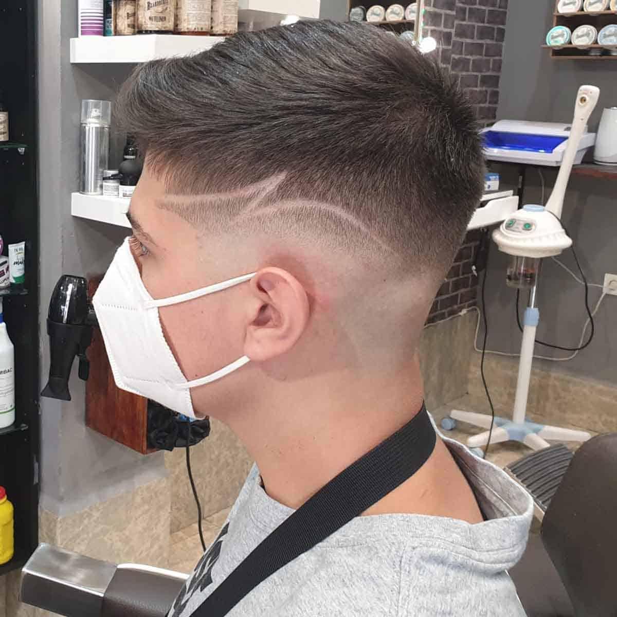Degradado hombre con diseño en la barbería en Madrid YB New Style Barber Shop
