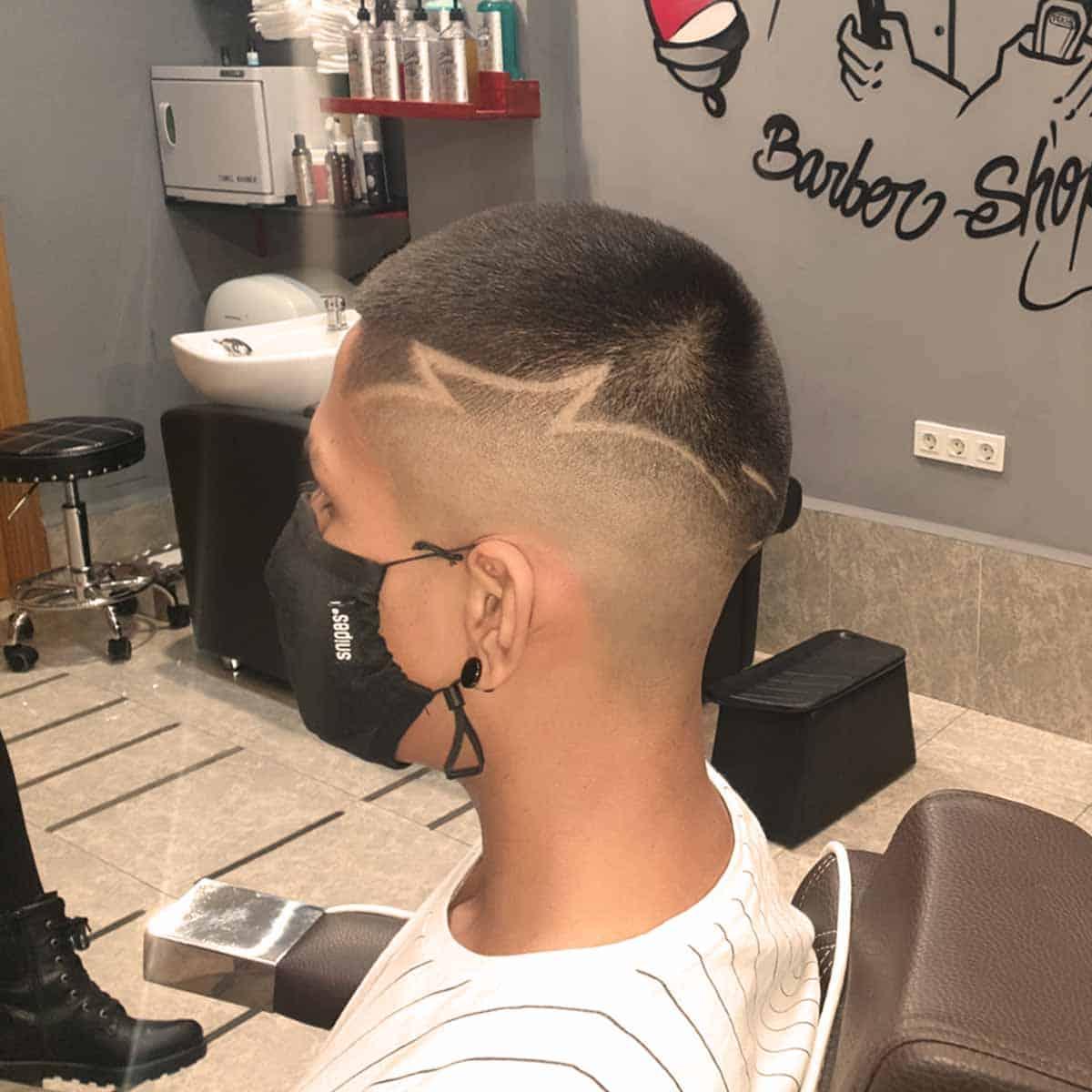Skin fade con diseño en la peluquería y barbería en Madrid YB New Style Barber Shop