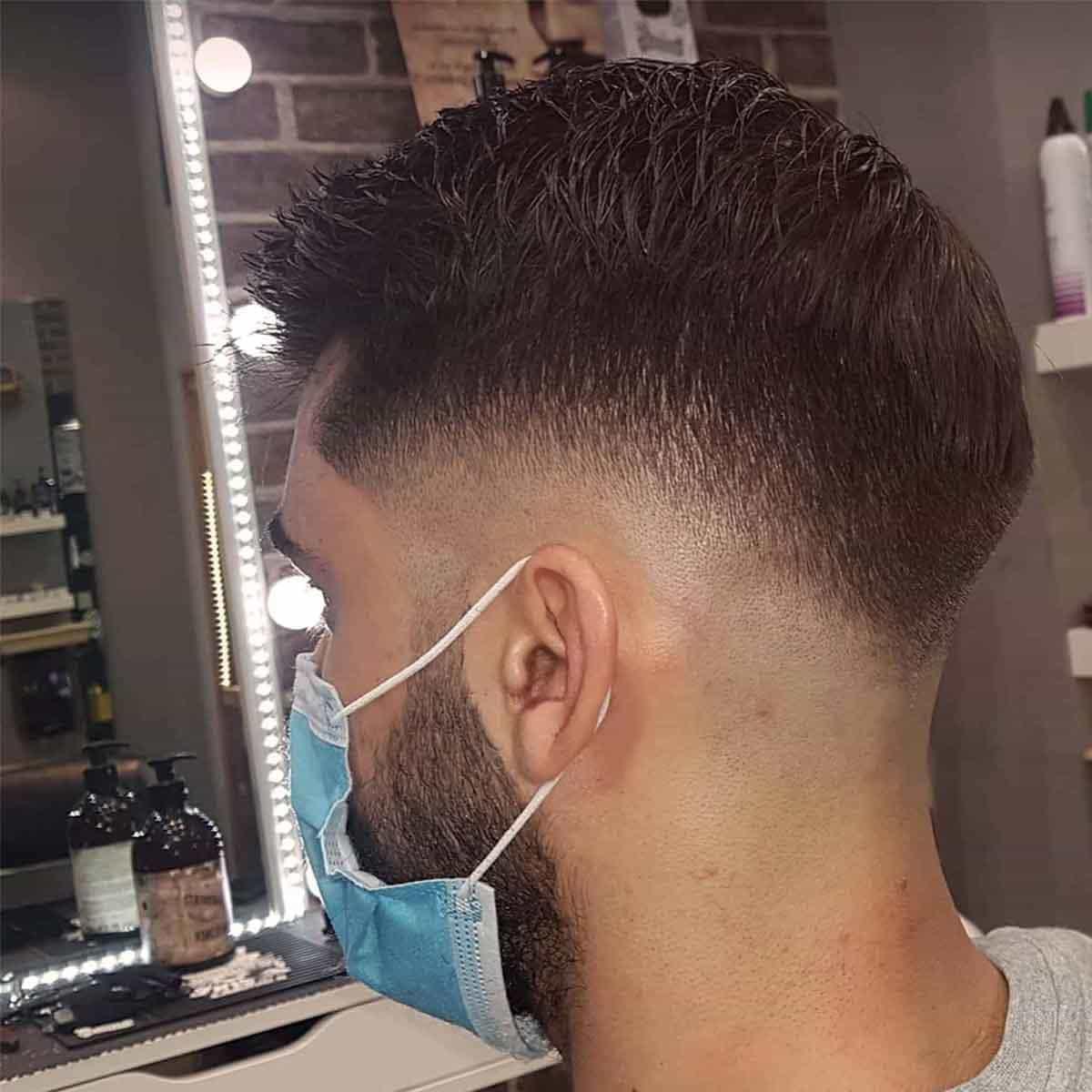 Servicio de corte de pelo degradado medio en la barbería YB New Style Barber Shop